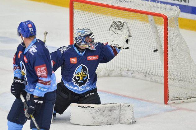 Brankář Kladna Denis Godla inkasuje v Mladé Boleslavi gól.