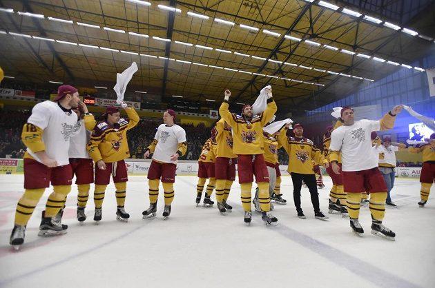 Jihlavský hokejový tým slaví po 12 letech návrat do nejvyšší soutěže.