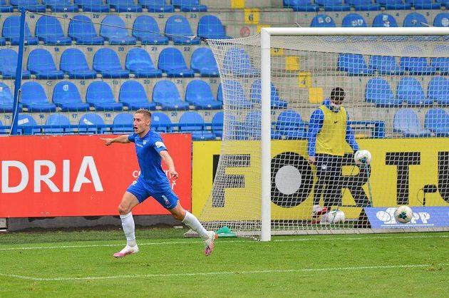 Jan Kuchta z Liberce se raduje z gólu.