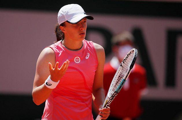 Osmá nasazená obhájkyně titulu Iga Šwiateková z Polska měla ve čtvrtfinále zdravotní problémy a její výkon měl do ideálu daleko.