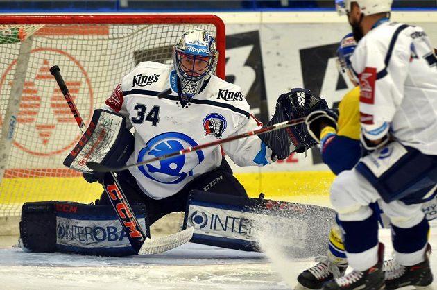 Hokejový brankář Plzně Dominik Frodl v utkání se Zlínem.