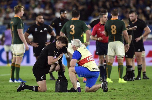 Zraněný Novozélanďan Beauden Barrett v utkání s Jihoafrickou republikou.