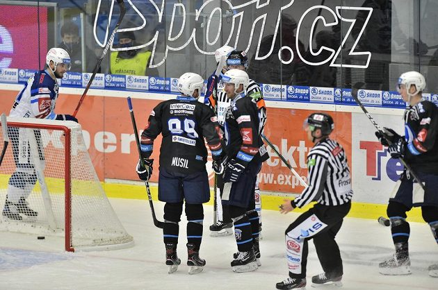 Neplatný gól Plzně, radost hokejistů byla předčasná.