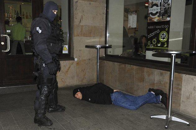 Policie zasáhla v centru města proti agresivním fanouškům CSKA Moskva.