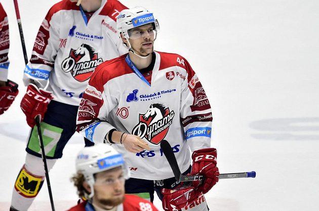 Hokejista Patrik Poulíček z Pardubic, autor prvního gólu Dynama v duelu s Třincem.