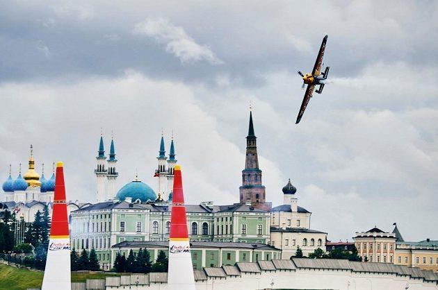Martin Šonka si v kvalifikaci na druhý závod světového šampionátu Red Bull Air Race v Kazani doletěl pro druhé místo.