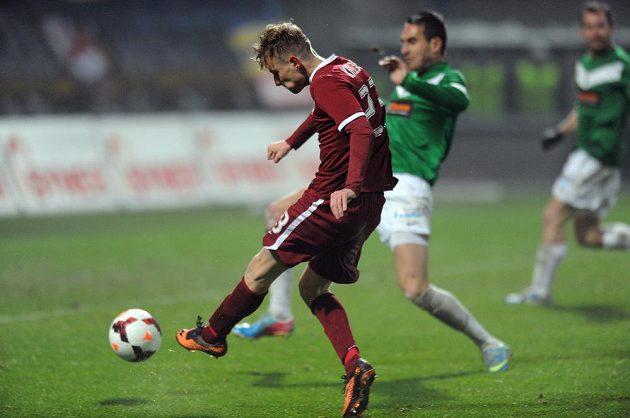 Ladislav Krejčí ze Sparty střílí vyrovnávací gól na 2:2 během utkání 16. kola Gambrinus ligy proti Jablonci.
