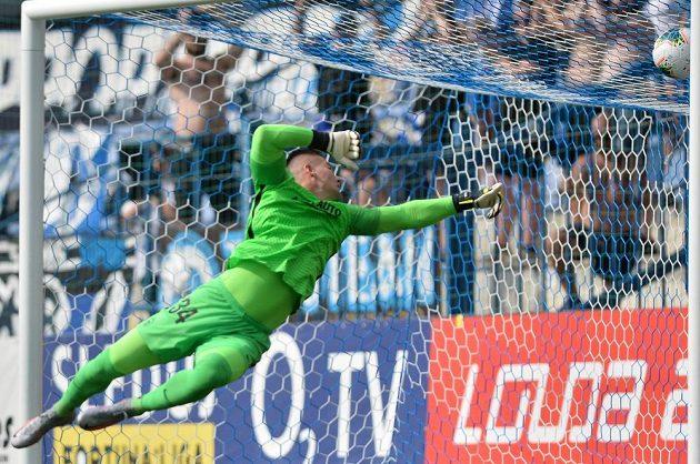 Brankář Milan Knobloch z Liberce dostává první gól.