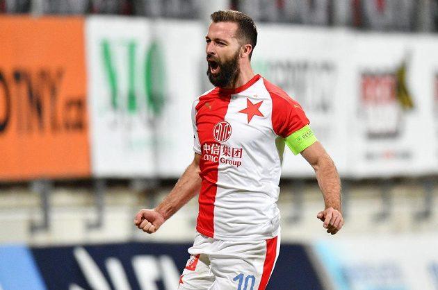 Záložník Slavie Josef Hušbauer slaví gól.