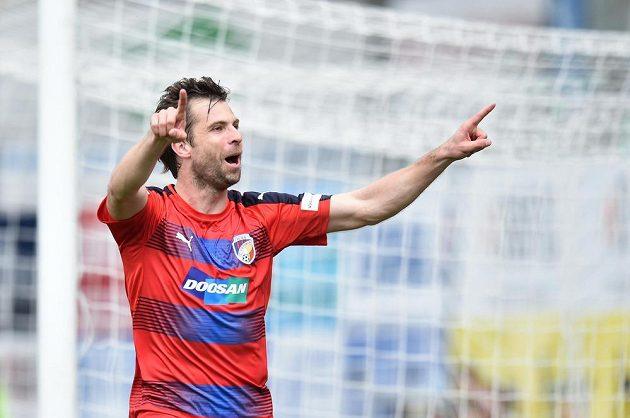Andreas Ivanschitz z Viktorie Plzeň se raduje z gólu na hřišti Jablonce.
