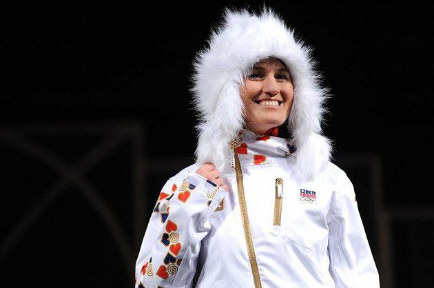 Akrobatická lyžařka Nikola Sudová představila oficiální oblečení pro ZOH v Soči.