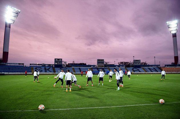 Fotbalisté Sparty Praha během předzápasového tréninku před utkáním základní skupiny Evropské ligy se Slovanem Bratislava na stadionu Pasienky dne 22. října 2014 v Bratislavě.