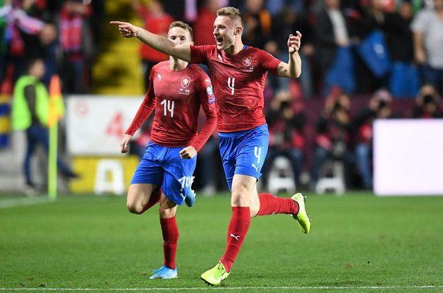 Český obránce Jakub Brabec se raduje z vyrovnávacího gólu proti Anglii.