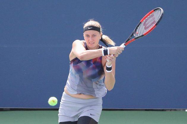Petra Kvitová při utkání 1. kola US Open s Jelenou Jankovičovou ze Srbska.