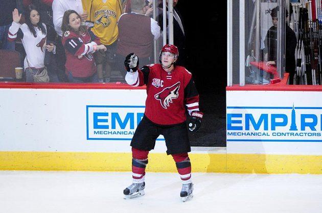 Čtyřicetiletý Shane Doan z Arizony se dočkal velkého okamžiku, odehrál 1500 zápasů v NHL. Navíc přidal 400. gól.