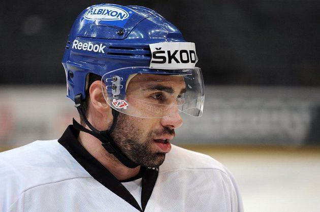Hokejista Zbyněk Irgl se v dresu české reprezentace naposledy představil v sezoně 2013/14.