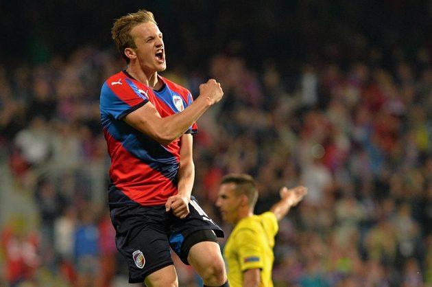 Jan Kopic z Plzně se raduje z gólu, který vstřelil Vojvodině Novi Sad.