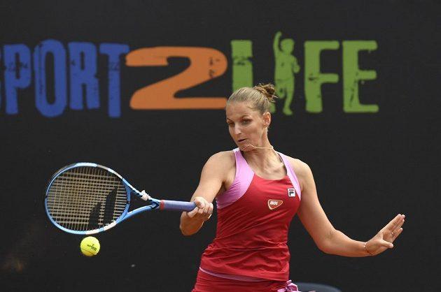 Tenistka Karolína Plíšková ve finálovém utkání LiveSocre Cupu proti Tereze Martincové.