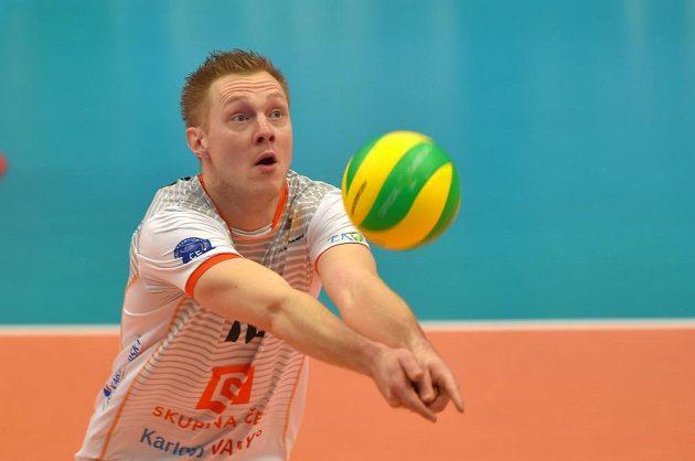 Daan Van Haarlem z Karlových Varů odehrává míč během utkání závěrečného 6. kola skupiny B volejbalové Ligy mistrů s italskou Modenou.