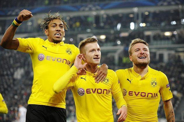 Marco Reus (uprostřed) slaví gól proti Juventusu se spoluhráči Cirem Immobilem (vpravo) a Pierrem-Emerickem Aubameyangem.