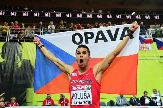 Mílař Jakub Holuša se raduje ze zlaté medaile na HME v Praze.