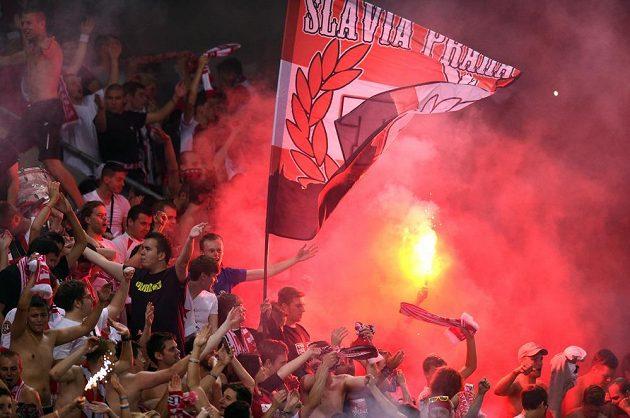 Fanoušci Slavie Praha v utkání s Baníkem Ostrava.