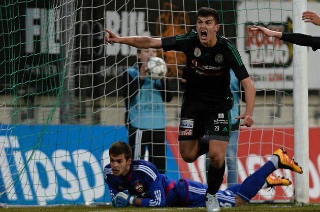 Příbramský Matěj Chaluš právě vstřelil první gól do sítě ruského CSKA.