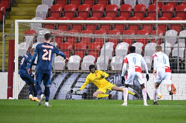 Slavia inkasuje gól v odvetě s Arsenalem.