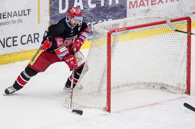 Kapitán Hradce Jaroslav Bednář střílí gól druhý gól svého týmu v utkání proti Plzni.