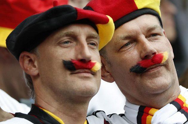 Němčtí fanoušci sledují duel se Severním Irskem na EURO 2016.