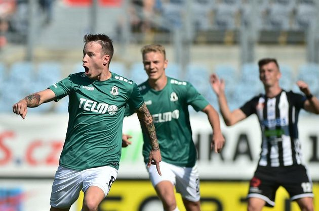Jan Sýkora z Jablonce se raduje z gólu během ligového utkání v Českých Budějovicích.