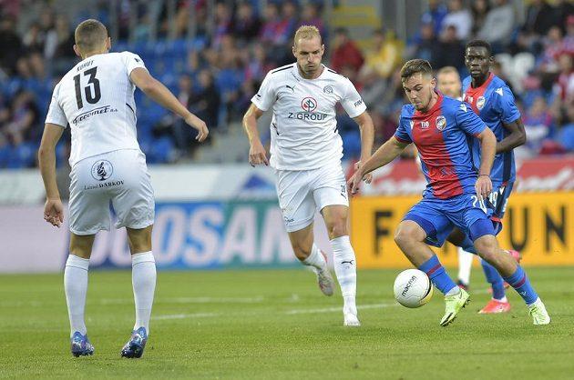 Plzeňský Pavel Bucha proniká k brance Slovácka během utkání nejvyšší soutěže.