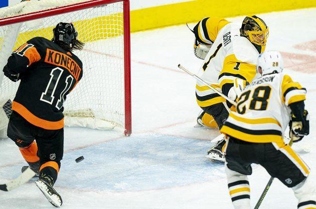 Travis Konecny v zápase proti Tučňákům z Pittsburghu zaznamenal svůj první hattrick v kariéře v NHL.