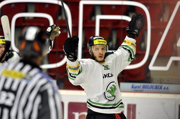 Mladoboleslavský útočník Martin Látal se raduje z gólu proti Karlovým Varům.