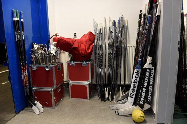 V kabině je připraveno úplně vše. Šampionát může začít.
