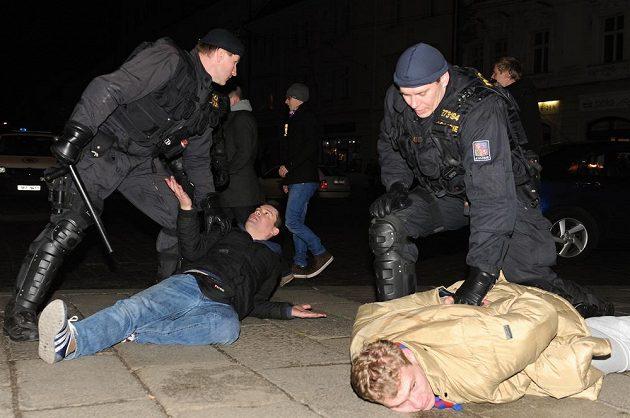 Policie zasahovala v centru Plzně proti agresivním fanouškům CSKA Moskva.