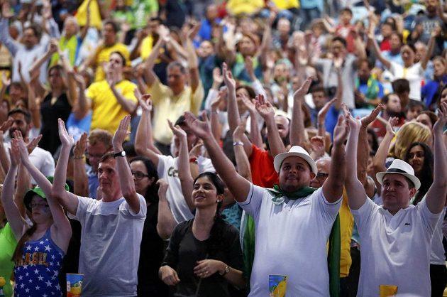Natěšení fanoušci čekají na slavnostní zahájení olympiády v Rio de Janeiru.