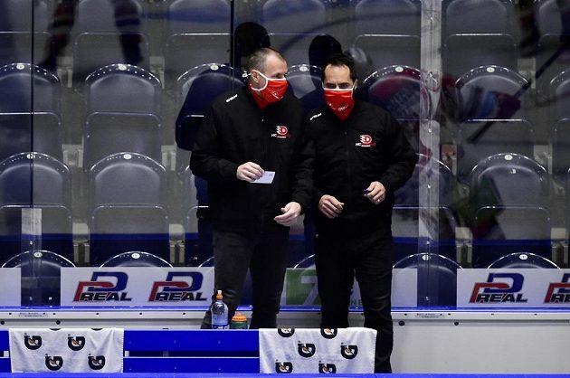 Hlavní trenér Pardubic Richard Král a týmový manažer Pardubic Tomáš Rolinek.