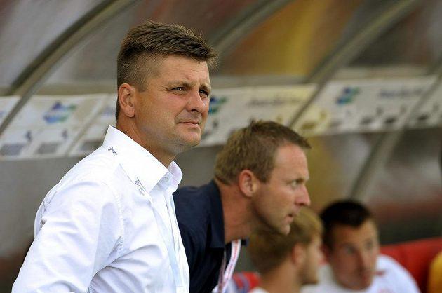 Trenér Slavie Dušan Uhrin během utkání v Plzni.