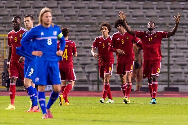 Útočník Romelu Lukaku (vpravo) slaví svůj gól ve středečním přípravném zápase proti Islandu.