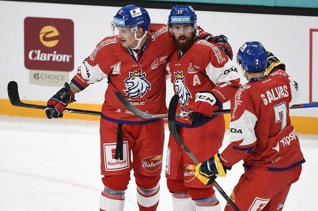 Čeští hokejisté se radují z branky proti Švédsku