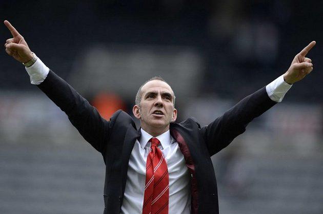 Hotové, vyřízené! Paolo Di Canio si užívá vítězné pocity po překvapivém triumfu Sunderlandu na hřišti Newcastlu.