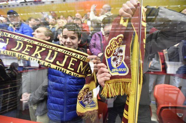 Fanoušci jihlavských hokejistů slaví návrat týmu do nejvyšší soutěže.