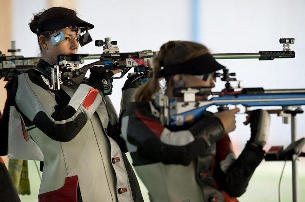 Česká střelkyně Adéla Bruns během kvalifikace.