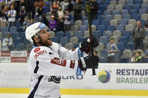 Chomutovský útočník Radek Duda se raduje z vítězství.