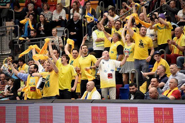 Fanoušci USK Praha během utkání semifinále Final Four proti Fenerbahce.