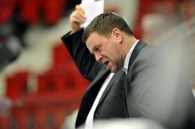 Trenér karlovarských hokejistů Karel Mlejnek během utkání s Vítkovicemi.