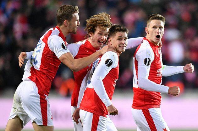 Slavia se raduje z úvodní branky utkání