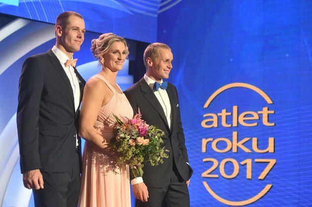 Vítězové ankety Atlet roku zleva Petr Frydrych (3. místo), Barbora Špotáková (1. místo) a Jakub Vadlejch (2. místo).