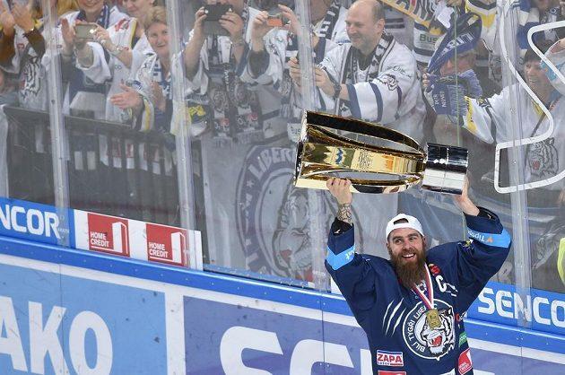 Liberecký kapitán Jan Výtisk jako první převzal Masarykův pohár.